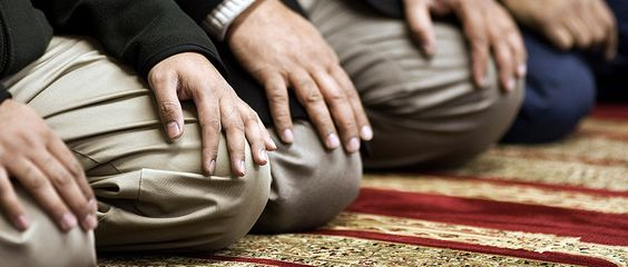 Der Nachmittag des Lebens » (iz). Nach der Schahada ist das Gebet (arab. As-Salah) der wichtig ...