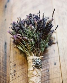 fresh lavender, rosemary and seeded eucalyptus wrapped in natural burlap.