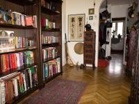 STYL ORIENTALNY WE WNĘTRZACH: Po wejściu do mieszkania urządzonego w stylu orientalnym poczujesz się, jak na wakacjach. Urzekną cię ręcznie robione meble i dekoracje, soczyste kolory i woń kadzideł.
