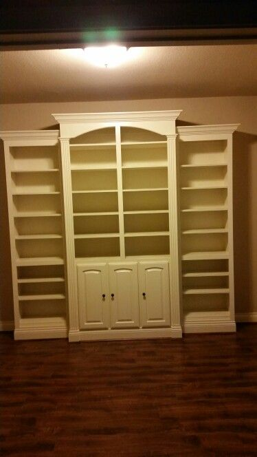 Built in bookshelves.