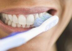 O que acontece com nosso corpo quando passamos muito tempo sem escovar os dentes: