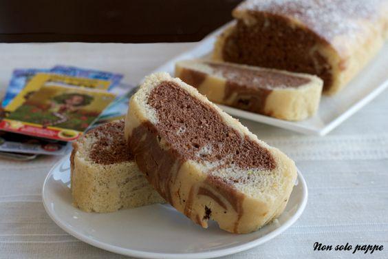 Il plumcake variegato all'acqua leggero, senza uova, latte e burro nell'impasto.