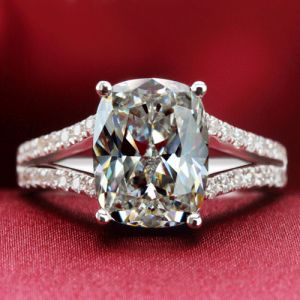 Cushion Cut Cubic Zirconia Women's Engagement Ring in 925 Sterling Silver With Platinum Plated