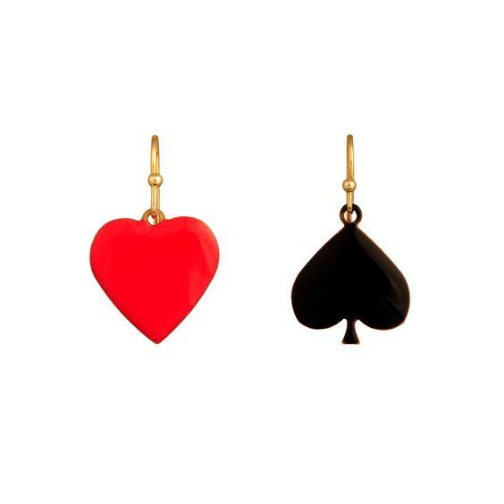 BOUCLES D'OREILLES COEUR/PIQUE.  Rami, Blackjack, Poker, Belotte... saurez-vous placer vos cartes et remportez la partie ?   Avec cette collection signée N2, devenez un expert en bluff et en stratégie pour battre votre adversaire. Mettez tous les atouts de votre côté et n'oubliez pas de sortir votre Joker !