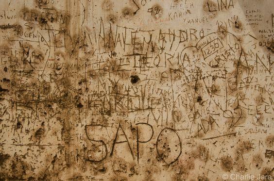 // Tú © Charlie Jara /  #StreePhoto #StreePhoto_bw #PhotosStreet #StreetPhotography #FotografíaCallejera #Foto #Fotografía #Gente #People #Lima #Perú #instagranmerperu #Igersperu #followme #arteEnLaCalle #everydaylatinamerica #iphoneography #tú
