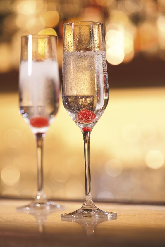 Have a glass of Champagne during our Happy Hours. Champagne Bar in Paris.