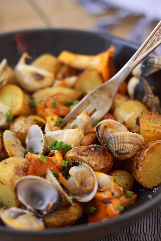 Salade de pommes de terre ratte aux coques et aux girolles | Summer salad whith potatoes, clams and mushrooms
