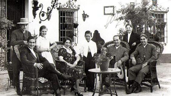 montepio de toreros   Manolo Bienvenida, en una foto de la dinástica y torera familia ...