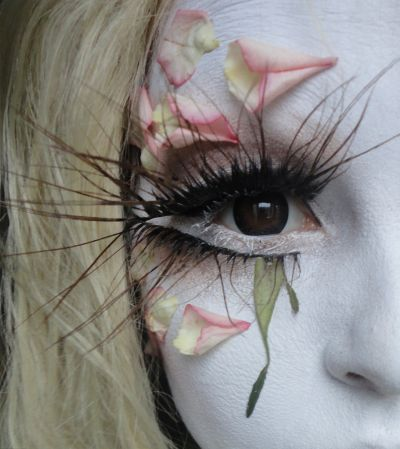 Minori (Shiro-Nuri) avant-garde eye makeup. I can only guess how she made the eyelashes, but I know she used false-eyelash glue to stick the real flower petals around her eyes.
