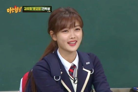 """Kim Yoo Jung Reveals An Unexpected Hobby She Loves On """"Ask Us Anything"""""""