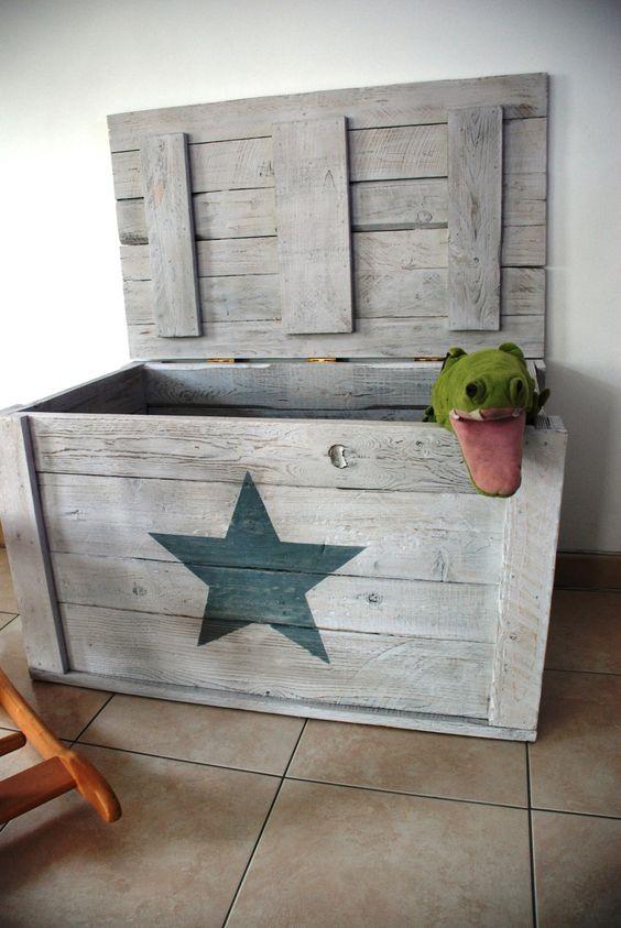 Coffre jouets etoile bois de palettes pinterest - Comment fabriquer un coffre a jouet en bois ...