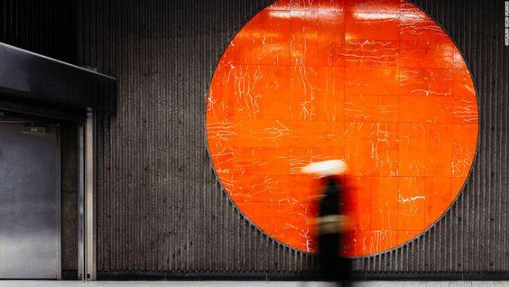 10 estaciones de metro que son obras de arte - Sherbrooke, Montreal — Forsyth espera extender el proyecto visitando otros sistemas de metro como Varsovia, Moscú, París y Londres. Aquí la estación Sherbrooke, Montreal, Canadá.