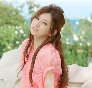 ピンクのお洋服の北川景子