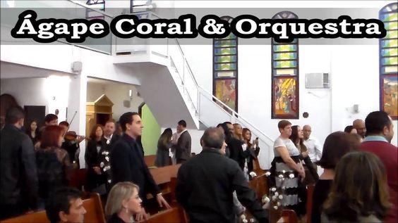 Casamento na Paróquia Rainha Santa Isabel - Entrada das Alianças com cor...