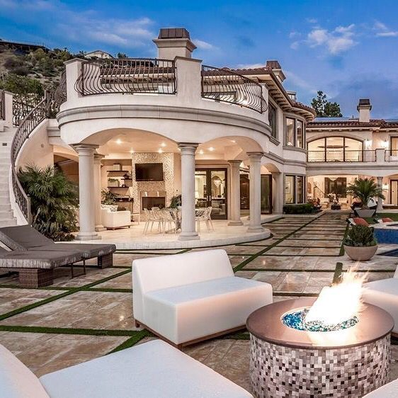 Get Inspired With Our Selection Of Amazing Houses For More Inspiration Just Visit Spotools Com Luxury Homes Dream Houses Fancy Houses Mediterranean Mansion