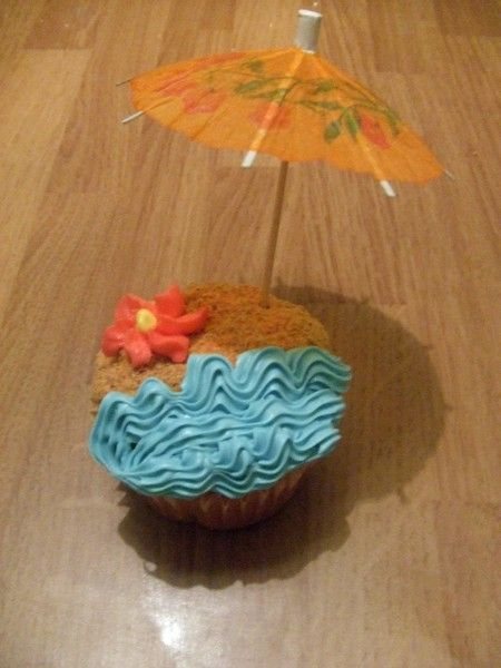 Summertime cupcakes! This is so darn cute - just need a party to take them to.