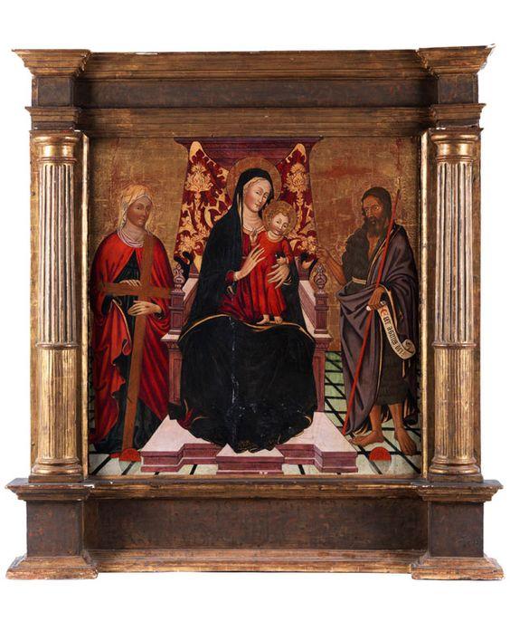 THRONENDE MARIA MIT KIND UND DEN HEILIGEN HELENA UND JOHANNES DEM TÄUFER Tempera auf Holz. 100 x 100 cm. Das Bild trägt entlang des Thronsockels die schwer...