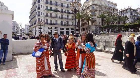 Malgré l'interdiction de la police: Des femmes en robe Kabyle ont marché hier à Alger
