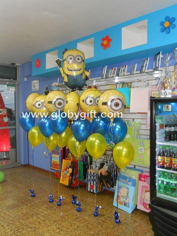 Decoraci n con globos de minions para una pi ata fiesta for Decoracion para pinatas