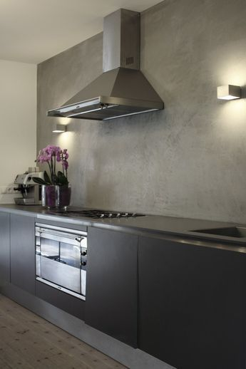Anstelle Fliesenspiegel ein fugenloser Putz in Betonoptik Küche