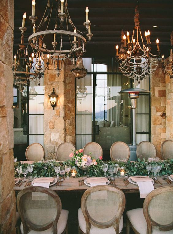 pretty hanging chandeliers and gorgeous centerpiece
