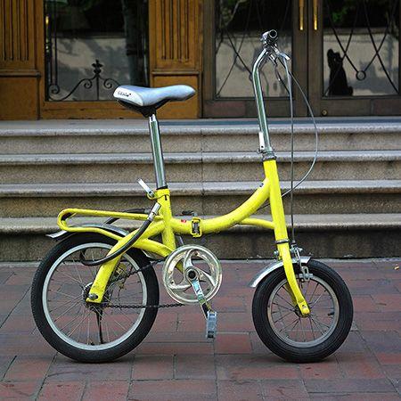 Représentation d'un vélo de poche - bicycle - réduit - jaune - gris - Shangai, Chine.