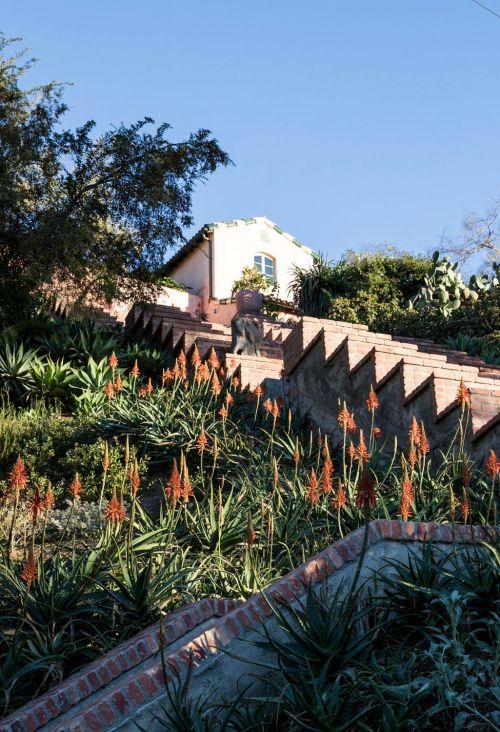 Flamingo Estate In 2020 Chandelier Creative New York Penthouse Spanish House