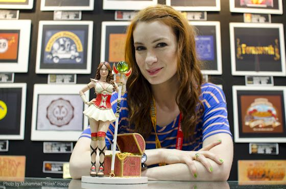 We forgot to post this pic of @Felicia Day with the Codex 1:6 Scale Figure at SDCC. It's so adorable!