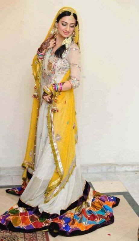Designers Mehndi Dresses for Girls Check out more desings at: http://www.mehndiequalshenna.com/