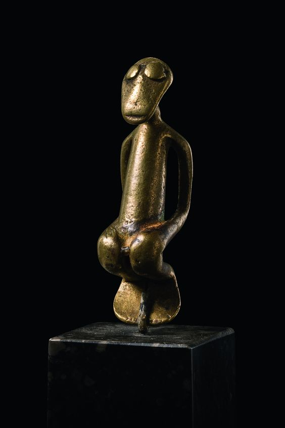 Kulango brass, tube-like bent legs, min. dam., slight traces of corrosion, base  H: 6 cm