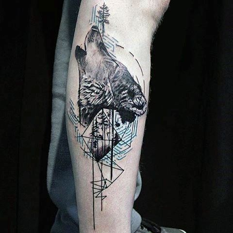 Guy With Geometric Tattoo Of Wolf Howling On Upper Arm ...