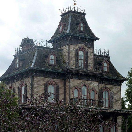 13 chilling real life haunted house stories haunted for Is biltmore estate haunted