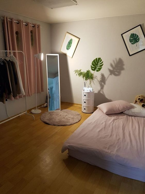 34+ Small Bedroom Ideas to Make Your Home Look Bigger | Soft Bedroom Decorating Ideas | Shabby Chic Bedrooms | Shabby Chic Guest Room | Shabby Chic Guest Room. #nurserydecor #Small Bedroom Ideas