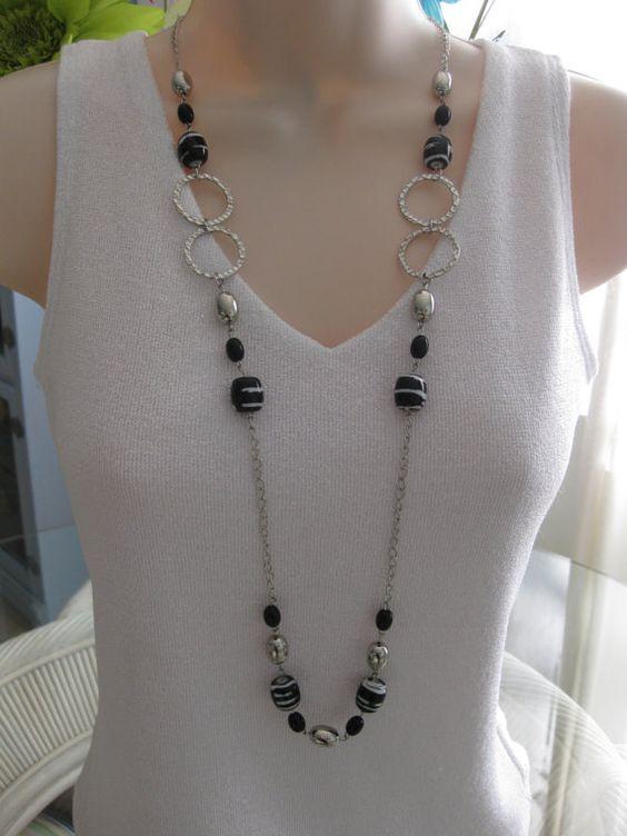 Largo negro y collar de perlas, grueso collar negro, abalorios, collar, negro y plata, fornido, con cadena larga, collar negro de plata