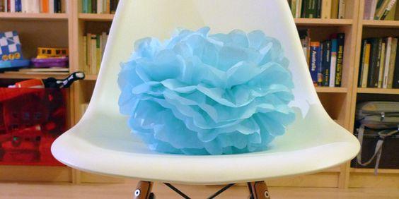 Aprende a hacer pompones de papel de seda fantásticos con el tutorial de hoy, ¡verás qué buen resultado!