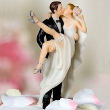 over de drempel kussen sexy bruid en bruidegom bruidstaart topper hars ambachten bruiloft decoratie taart accessoire l-76(China (Mainland))