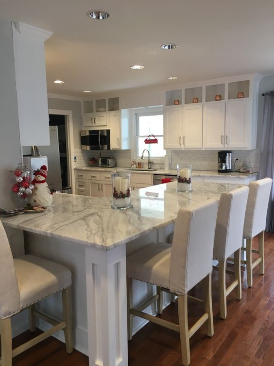 With some darker streaks and veining running though it, this piece of quartzite gives just the right accent. The otherwise white and basic kitchen definitely gets a unique feel.