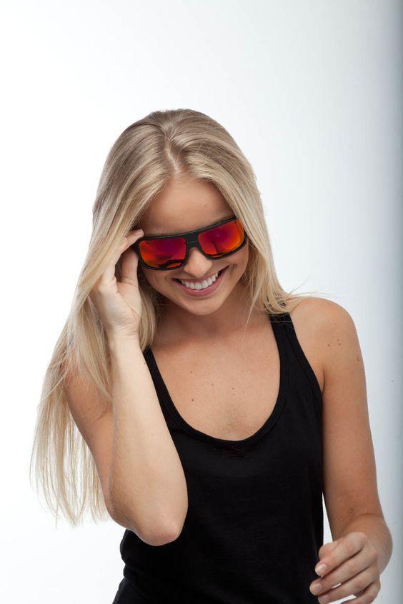 Agora você pode montar os óculos que mais combinam com o seu estilo. Sorria, divirta-se, sinta-se Mormaii.
