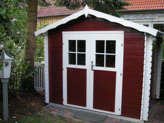 In klarem Weiß und Schwedenrot ist dieses kompakte und praktische Gartenhaus  gehalten.