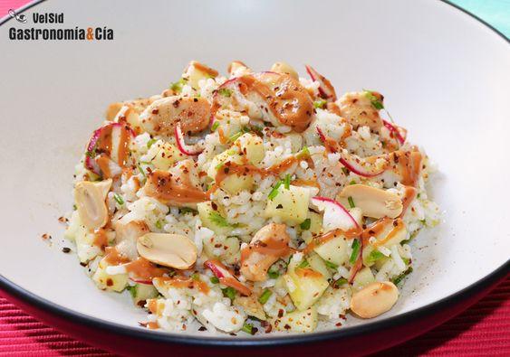 Ensalada de arroz con pollo, manzana y cacahuete   Gastronomía & Cía
