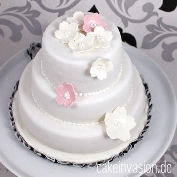 In diesem Artikel habe ich die Formen, mit denen ich diese Torte gebacken habe, vorgestellt. Die Formen wurden mir freundlicherweise von Silikomart zur Verfügung gestellt und ich war richtig begeis...