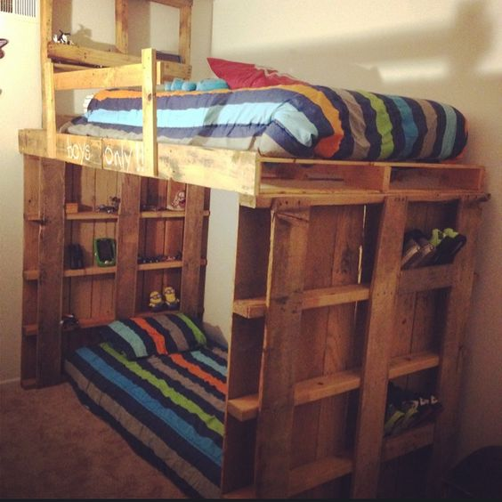 Pallet bunk bed oh yeah easy i can make this for Diy pallet loft bed plans