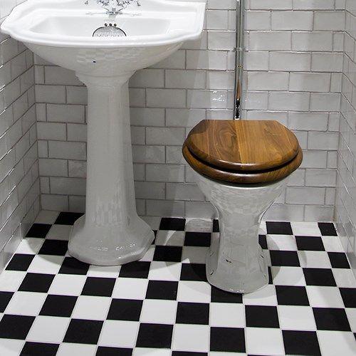 Burlington badrum - tvättställ, toaletter, mm i vacker klassisk ...