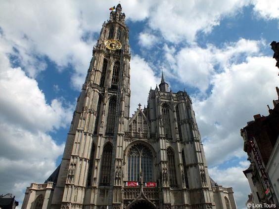 Die Liebfrauenkathedrale (Onze Lieve Vrouwekathedraal) in Antwerpen