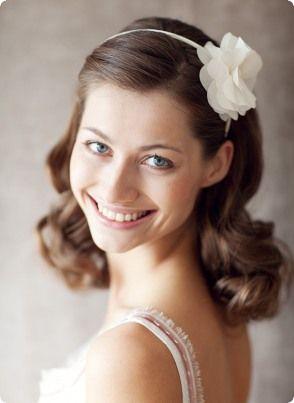 Der Haarreif von BelleJulie wirkt im offenen Haar unschuldig und romantisch. Foto: Birgit Hart