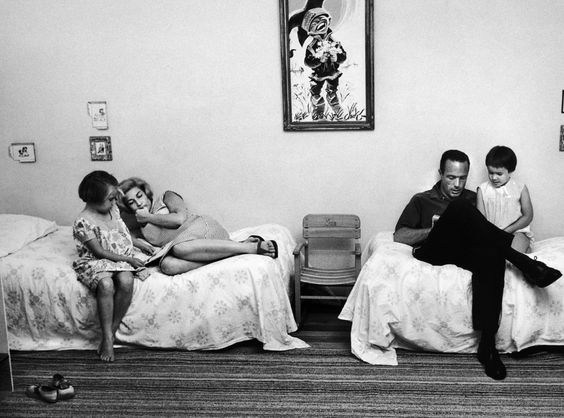 PhPHOTOGRAPHER SPOTLIGHT: RALPH MORSE  Astronaut Scott Carpenter and his wife reading with their children, 1962.