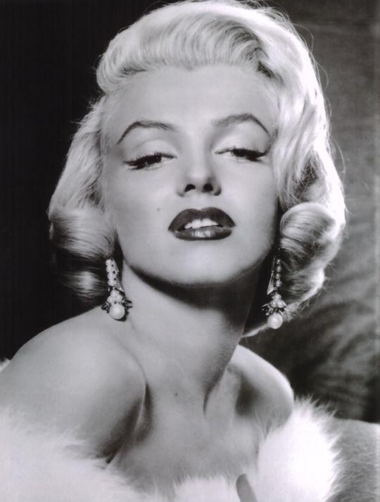 Pin By Sheri Julian On Marilyn Monroe Marilyn Monroe Photos Portrait Portrait Girl