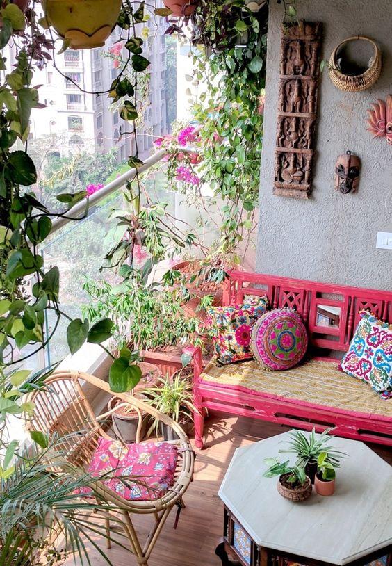 Siga nossas dicas e transforme esse ambiente do seu apartamento no seu contato com a natureza! #varandapequena #sacada #jardinagem #jardim #plantas