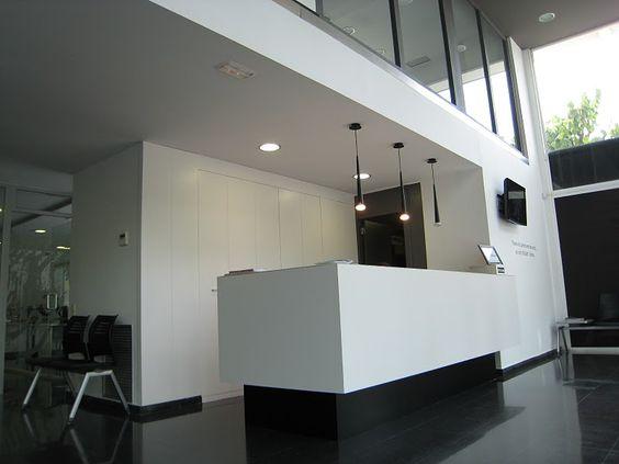 Ideas de #Decoracion de #Recibidor, #Vestibulo, estilo #Moderno diseñado por AREA, estudi d'arquitectura. Marcel Torres Arquitecto con #Doble altura #Storefront  #CajonDeIdeas