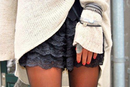 Big Sweater. Lace Shorts. Lots of Jewelry: Black Lace, Fashion Style, Ruffle Shorts, Dream Closet, Lace Ruffle, Lace Skirt, Oversized Sweaters, Lace Shorts
